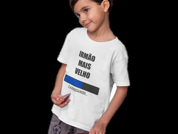 Camiseta Promovido a Irmão Mais Velho Carregando Juvenil